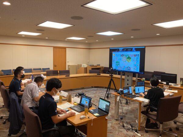 全10社の企業とそれぞれの技術・サービス等を活用した公民連携の取り組みについてオンライン形式でディスカッションを行う(場所:東大阪市役所)
