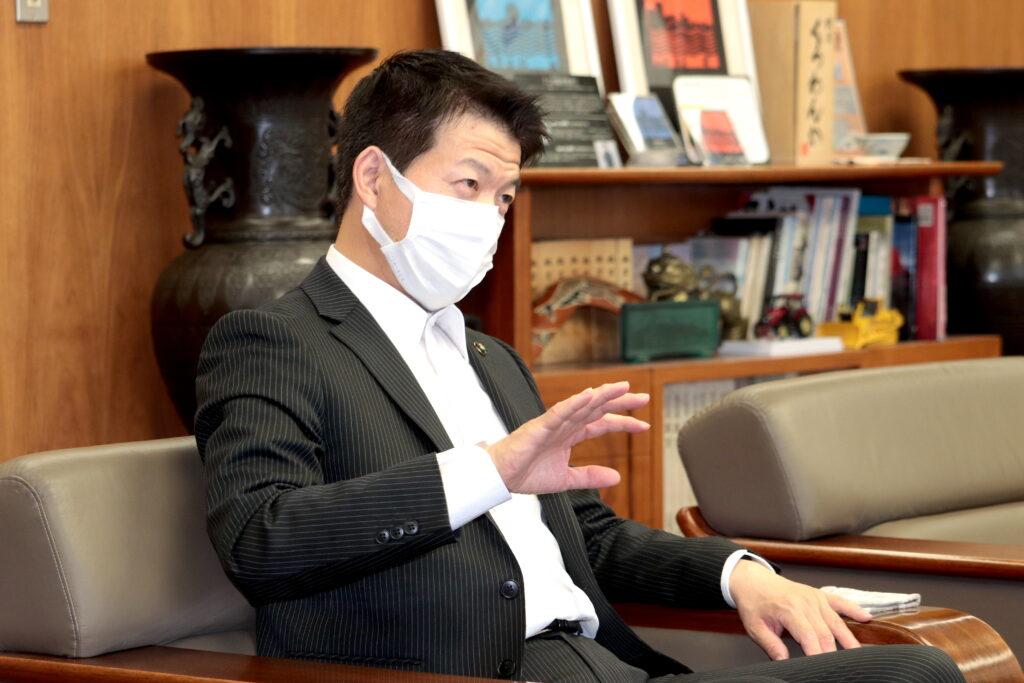 写真:枚方市 伏見 隆 市長